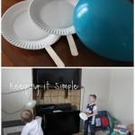 Due piatti di carta, due stecchi tipo quelli dei gelati e un palloncino. E i tennisti possono esibirsi in salotto senza devastarlo